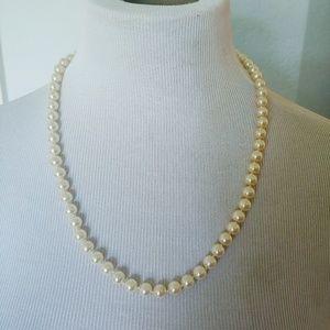 Georgous Faux Costume White/Cream Pearl Necklace